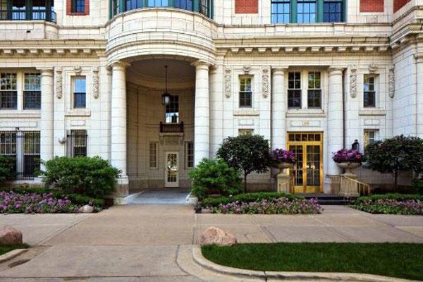Oprah Winfrey's Chicago Apartment
